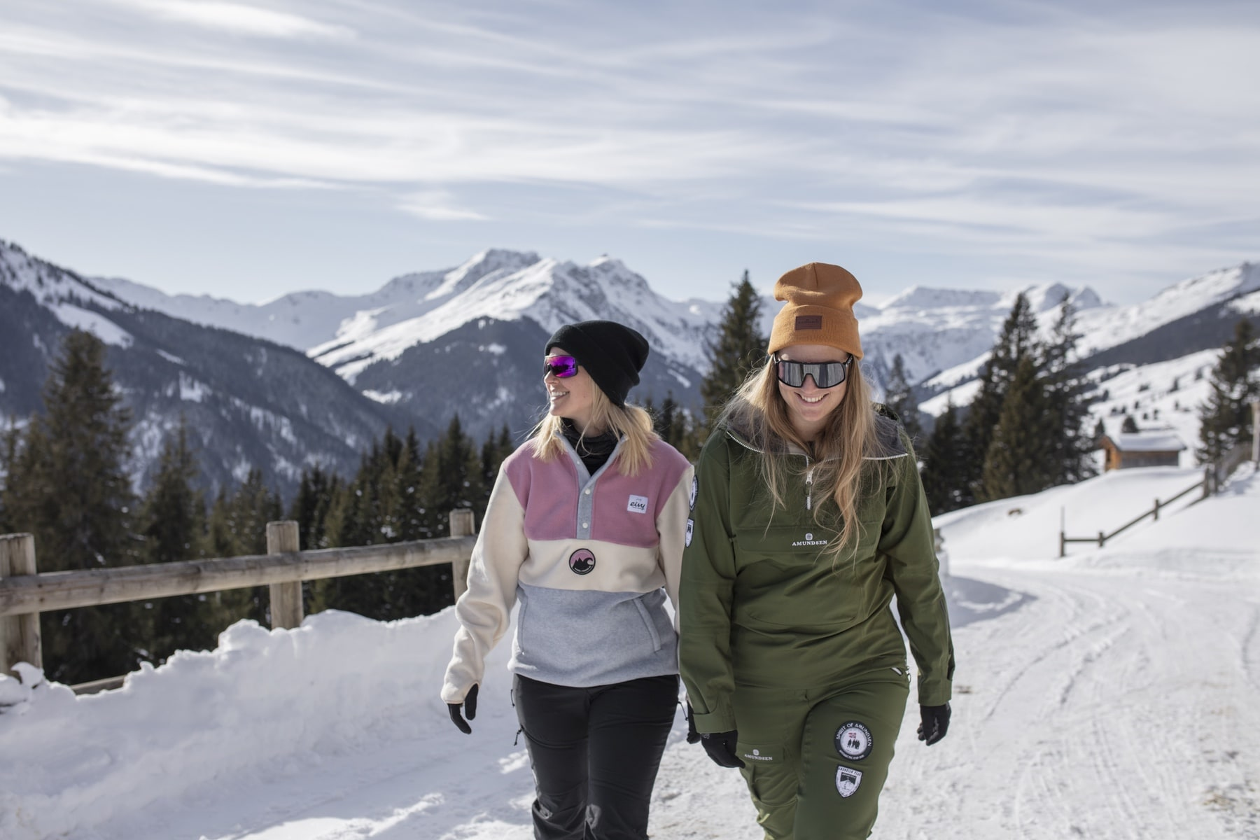 Winterwandern _ Winter Hiking 8688x5792